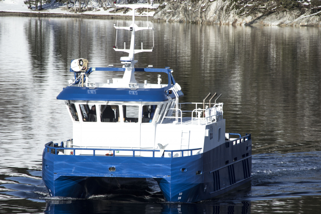Båt sett forfra